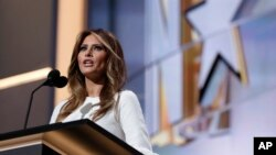 """川普夫人梅拉尼亚在大会黄金时段对观众说,她的丈夫川普是""""一位了不起的领袖""""。"""
