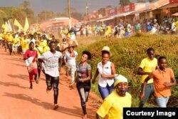 Vijana wakishiriki katika kampeni za Mgombea wa urais Yoweri Museveni nchini Uganda