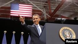 奥巴马总统走上讲台准备谈论移民法改革问题