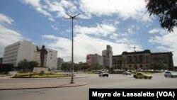 A estátua de Samora Machel na Praça da Independência em Maputo. Moçambique Setembro 2014