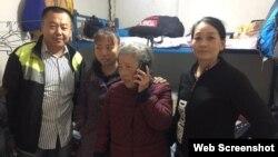 黃琦母親蒲文清(中)在北京上訪 (推特圖片)