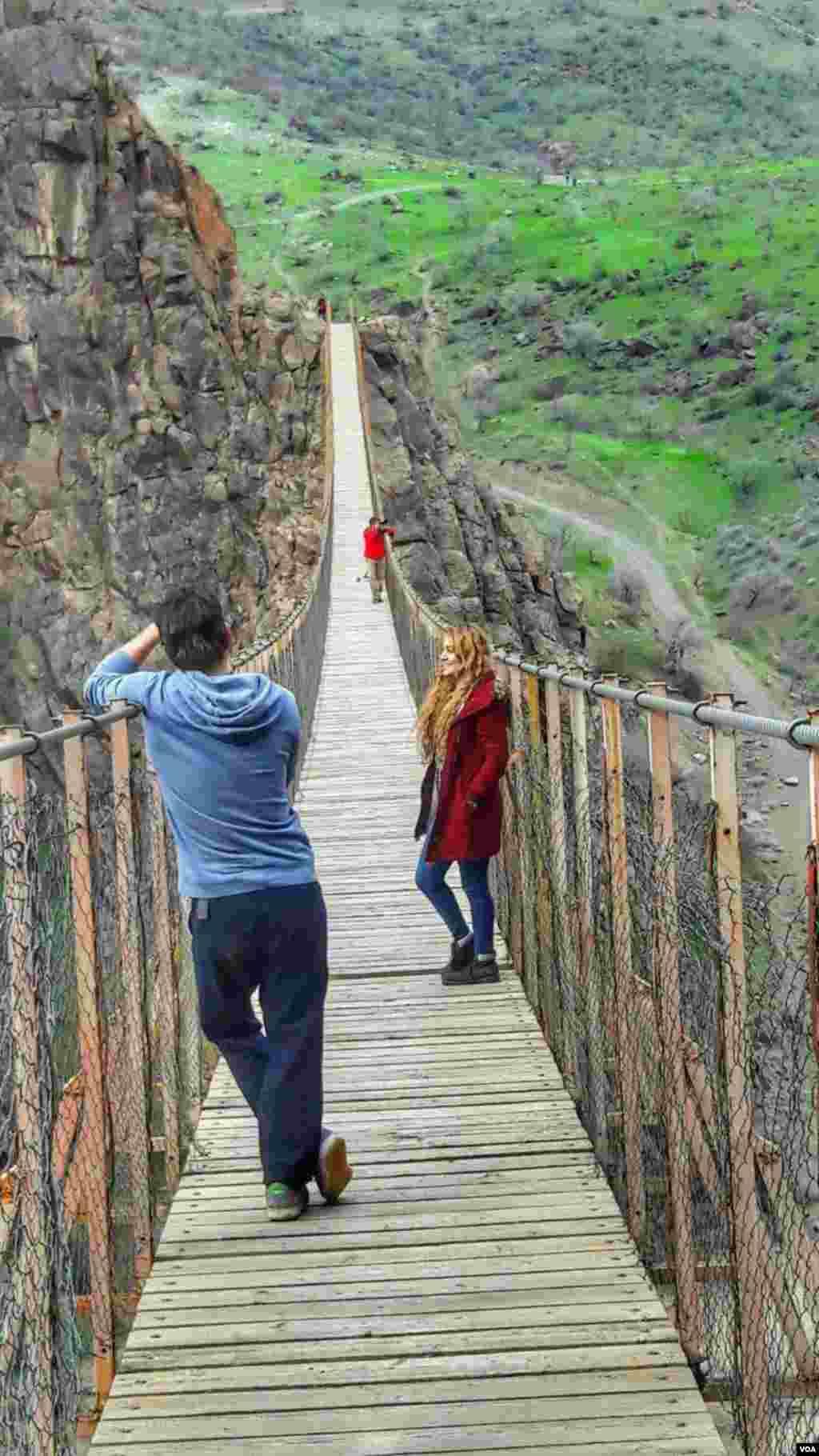 پل معلق پیرتقی در اردبیل عکس: از گروه کوهنوردی دومان داغچیلار تبریز (ارسالی شما)