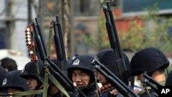 中国派遣反恐部队到新疆地区