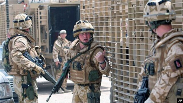 British soldiers patrol the streets of Basra, southeast of Baghdad,15 Jul 2008