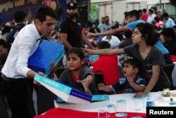 İstanbul'da iftar yemeğine katılan Suriyeli mülteci çocuklar