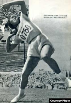 1956年,薛蔭嫻在第一屆全國少兒運動會上打破推鉛球項目的青少年紀錄。(受訪者提供)