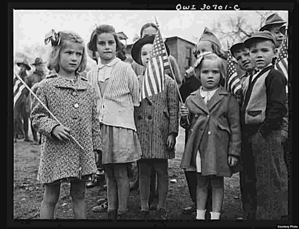1943年5月,缅因州阿罗斯托克县阿什兰的阵亡将士日纪念仪式