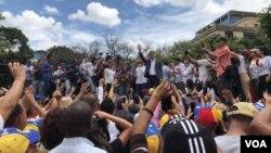 El sábado, se presentó una concentración de ciudadanos en Venezuela, en rechazo a lo que consideran una persecución a los legisladores de la oposición del país y en respaldo a la Asamblea Nacional.