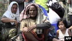 Hàng nghìn dân làng phải bỏ nhà chạy lánh nạn vì các cuộc đụng độ trên biên giới giữa Campuchia và Thái Lan