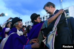 Colombia's President Juan Manuel Santos receives handicrafted presents from Misak natives in Bogota, Colombia, Oct. 10, 2016. Santos says an end to conflict with FARC would open up vast areas to development and lead to new growth of up to 1.5 percent a year.