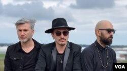 Türk Rock Grubu Redd kurucularından ve gitaristi Güneş Duru (solda)