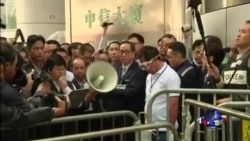 香港警方开始清理金钟附近占中现场