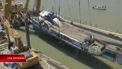 Hungary trục vớt tàu du lịch gặp nạn