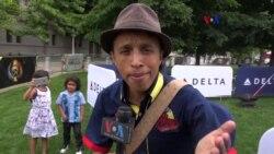 Trovero colombiano le canta a la Voz de América