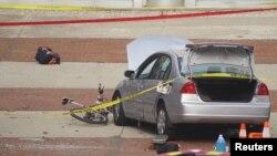 警方說,兇手駕駛這輛小汽車在俄亥俄州立大學校園撞入人群。