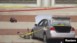 警方说,凶手驾驶这辆小汽车在俄亥俄州立大学校园撞入人群。