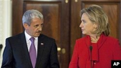 Secretary of State Hillary Rodham Clinton (r) holds a news conference with Slovakia's Foreign Minister Mikulas Dzurinda at the State Department in Washington, 19 Oct 2010