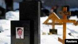 Di ảnh luật sư Sergei Magnitsky trên mộ ông ở nghĩa trang Preobrazhensky, Moscow 11/3/2013.