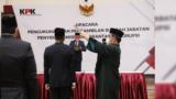Pelantikan 18 pegawai KPK yang lulus Diklat Bela Negara dan Wawasan Kebangsaan menjadi aparatur sipil negara (ASN) pada Rabu (15/9). (Foto courtesy: KPK)