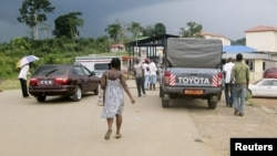 FILE - People wait to cross the border into Equatorial Guinea by car and by foot in Kye-Ossi, Cameroon, May 23, 2015.