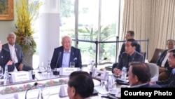 """Presiden Jokowi (kanan) menekankan pentingnya """"hard and soft power"""" dalam mengatasi ekstrimis pada KTT AS-ASEAN, Selasa 16/2 (foto: Biro Pers - Setpres RI)."""