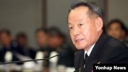 한국의 최윤희 합참의장이 22일 국방부에서 열린 국회 국방위원회 국감에서 의원들의 질의에 답하고 있다.