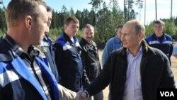 PM Vladimir Putin menghadiri upacara pembukaan pipa gas alam 'Nord Stream' di kota Vyborg, Rusia barat daya (6/9).