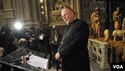 Uskup New York, Timothy Dolan, termasuk penentang 'mandat kontrasepsi' dalam kebijakan asuransi kesehatan yang dicanangkan pemerintahan Obama.