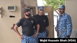 اسلام آباد میں ایئر پورٹ پر تعینات سکیورٹی اہلکار۔