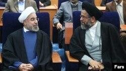 محمود علوی، وزیر اطلاعات در کنار حسن روحانی