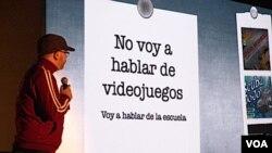 Gonzalo Frasca, diseñador de videojuegos, presentó una idea de cómo hacer que los niños no se aburran en la escuela.
