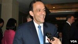 លោក William Todd ឯកអគ្គរដ្ឋទូតសហរដ្ឋអាមេរិកថ្លែងទៅកាន់វីអូអេក្នុងអំឡុងពិធីរំឭកខួបលើកទី៣០នៃការបង្កើតក្រុមប្រឹក្សាពាណិជ្ជកម្មសហរដ្ឋអាមេរិក-អាស៊ាន (US-Asean Business Council) នៅរដ្ឋធានីវ៉ាស៊ីនតោន កាលពីថ្ងៃទី២ ខែតុលា ឆ្នាំ២០១៤។ (វីអូអេ)