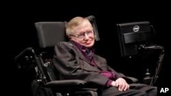 Ahli fisika dan kosmologi Stephen Hawking dalam sebuah penampilan di Seatlle. (Foto: Dok)