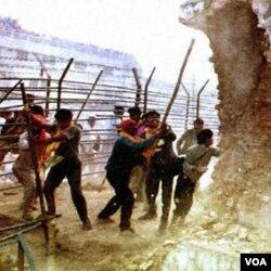 Penyerbuan masjid Babri tahun 1992 yang menewaskan sedikitnya 2.000 warga muslim.