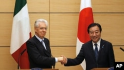 Italian Prime Minister Mario Monti (L) and his Japanese counterpart Yoshihiko Noda shake hands at the end of their joint news conference at Noda's official residence in Tokyo, March 28, 2012.