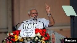بھارتی وزیرِ اعظم نرندر مودی کلکتہ میں ایک انتخابی جلسے سے خطاب کرتے ہوئے۔ 3 اپریل 2019