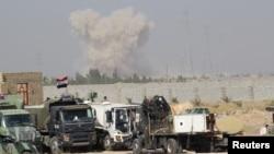 1일 이라크 정부군과 수니파 무장단체 ISIL간의 전투가 계속되는 가운데 ISIL이 점령한 팔루자 지역에서 연기가 치솟고 있다.