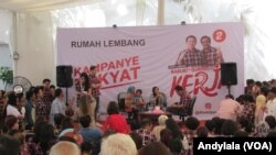 Calon Gubernur DKI Jakarta Petahana Basuki Tjahaja Purnama menerima warga Jakarta di Rumah Lembang, Kamis ,17 November 2016. (Foto: VOA/Andylala)