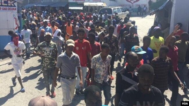 Manifestantes cumplen cuatro días consecutivos de protestas en Haití.