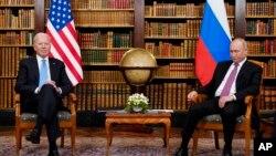 Tổng thống Mỹ Joe Biden gặp mặt Tổng thống Nga Vladimir Putin hôm 16/6 tại Geneva, Thuỵ Sỹ, trong cuộc họp đầu tiên của hai nhà lãnh đạo kể từ khi ông Biden nhậm chức hồi tháng 1.