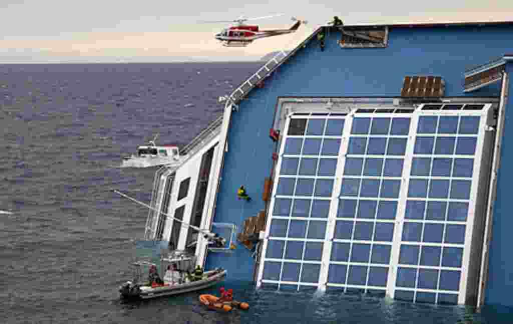 El crucero, de 290 metros de eslora y 13 niveles de cubierta, una vez encallado en aguas, habría comenzado a ladearse tan rápidamente que no hubo tiempo de utilizar muchos botes salvavidas.