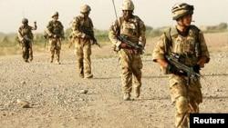 Binh sĩ Anh trong một cuộc tuần tra tại Afghanistan