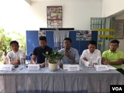 NGO officials from the Building and Wood Workers Trade Union Federation of Cambodia and the Center for Alliance of Labor and Human Rights, also known as Central hold a press conference to urge the government to guaranttee the safety of construction workers in the wake of two incidents of building collapses in Cambodia, January 8, 2020. (Kann Vicheika/VOA Khmer)