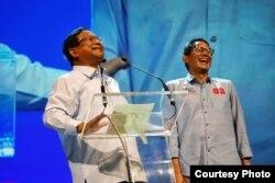 Prabowo Subianto dan Sandiaga Uno berpidato di depan 1.500 pengusaha yang tergabung dalam Aliansi Pengusaha Nasional, di Djakarta Theater, Jakarta, Kamis (21/3) (Prabowo-Sandi Media Center)