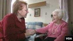 Kampanye untuk meningkatkan kesadaran akan penyakit Alzheimer bisa membantu para penderitanya dan orang-orang yang merawatnya.