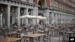Пустая терраса Плаза Мэйер, Мадрид