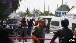 突尼斯一名士兵枪杀战友后,军事基地加强警戒(2015年5月25日)