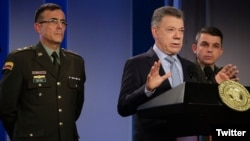 El presidente de Colombia, Juan Manuel Santos, acompañado de altos mandos de su gobierno denunció un presunto plan de su homólogo Nicolás Maduro para traer colombianos a votar el domingo en las elecciones presidenciales de Venezuela.