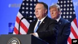 Američki državni sekretar Majk Pompeo i predsednik SAD Donald Tramp na samitu NATO-a u Briselu, 12. jul 2018.