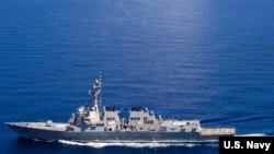 Chiến hạm USS Lassen trang bị tên lửa dẫn đường hoạt động trong vùng biển quốc tế ở Biển Đông.